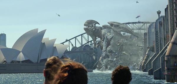 Die Kaijus brechen durch die Mauer wie durch Butter. Big Surprise.