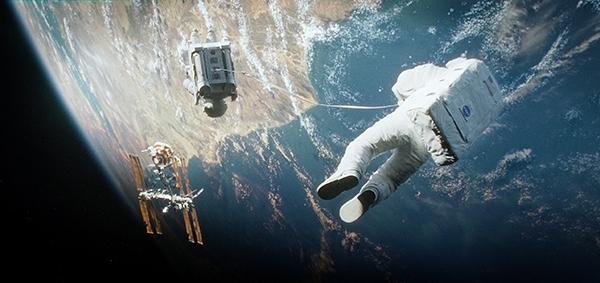 Im Schlepptau des Space-Taxi ... GUT festhalten...