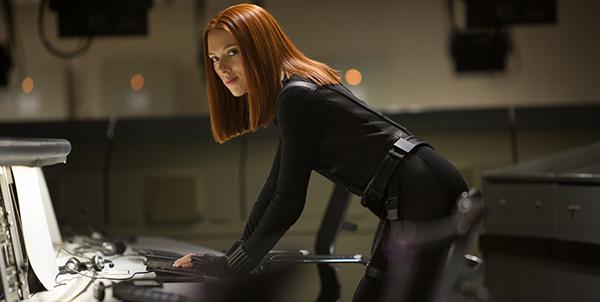 Yep, sexy Agent Romanoff, alias Black Widow, ist glücklicherweise auch wieder dabei!