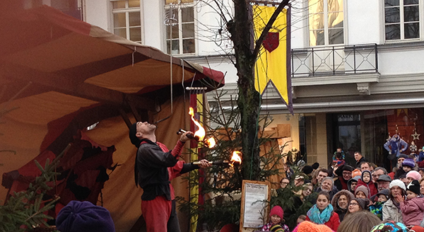 Frohe Weihnachten Wikipedia.Frohe Weihnachten Vom Endzeitmarkt In Siegburg