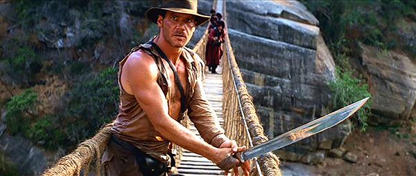Indy auf Brücke